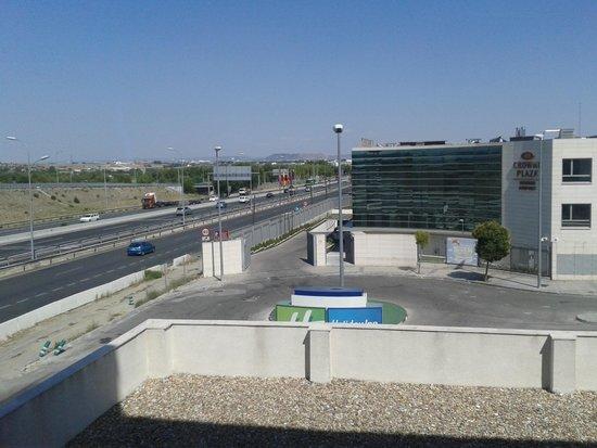 B&B Hotel Madrid Airport T1 T2 T3: Vista desde la habitacion.