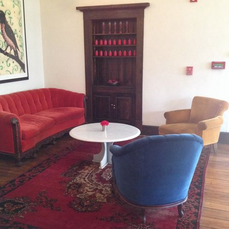 Hotel Havana: Lounge in the lobby