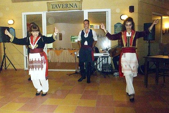 Golden Bay Hotel: Greek dancers at the hotel taverna