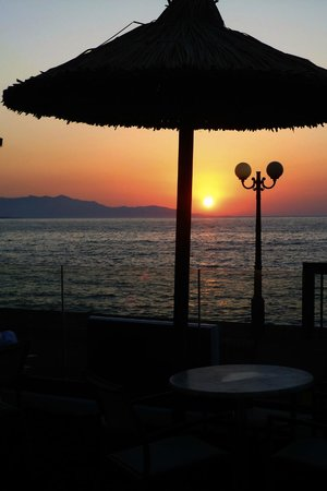 Golden Bay Hotel: Great seaview sunsets