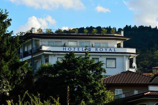 Hotel Royal: Hotel viewed from the jetty