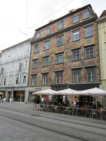 gemaltes haus picture of altstadt von graz graz. Black Bedroom Furniture Sets. Home Design Ideas