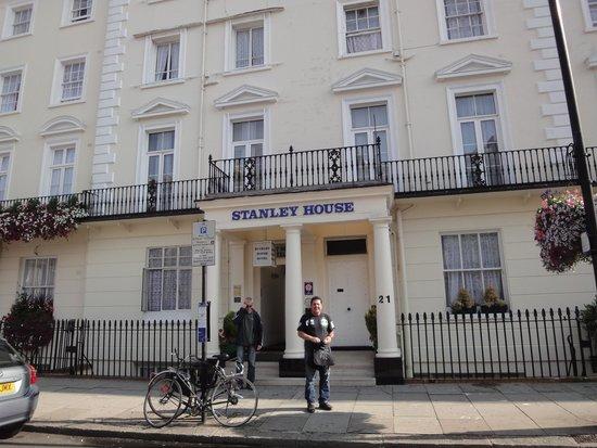 Stanley House: Fachada Principal