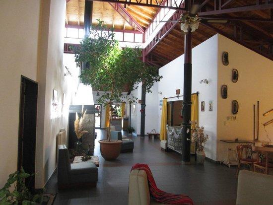 Hotel Lujan: parte interna de la conserjeria