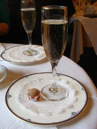 Reynolds Tavern : Part of the Champagne tea