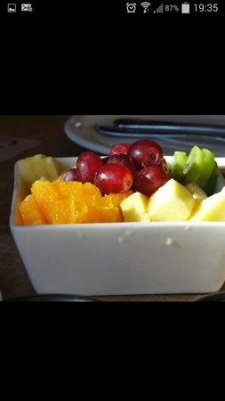 Cassis: Frutas frescas para el desayuno.