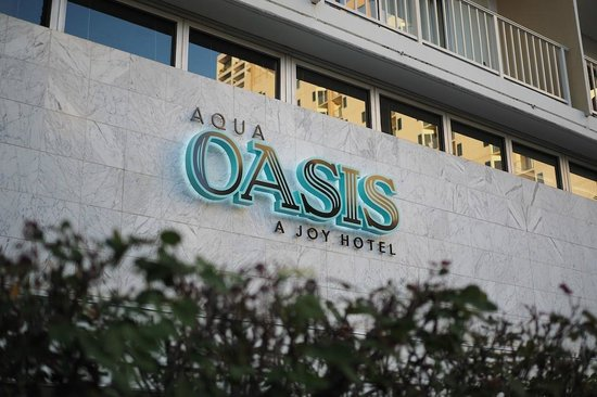 Aqua Oasis: Sign out front