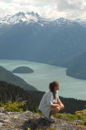 Bella Coola Grizzly Tours Inc.: Beautiful Hiking on the Mountain Tops