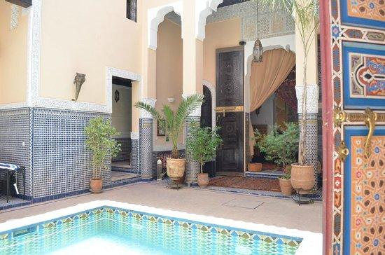 Riad Fes Baraka: patio central