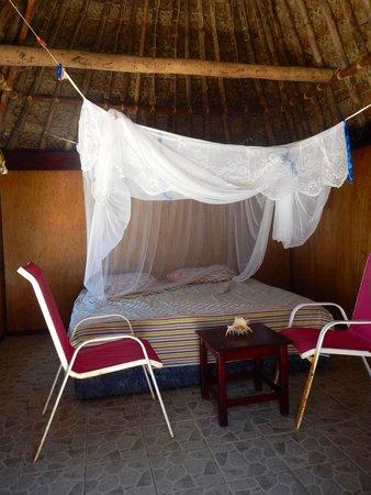 Gold Coast Inn: la chambre et son lit