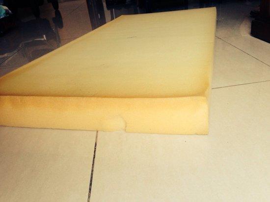 هوتل ماريلانزا سويتس آند سبا: Baby cot mattress
