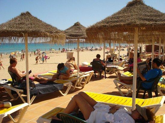 Hotel Entremares: zona hamacas mirando para el mar