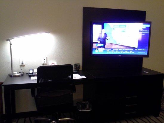 Comfort Suites near Westchase on Beltway 8 : Desk
