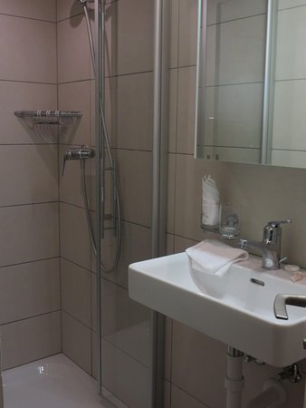 Hotel Post Hardermannli: Bathroom small but not a deal breaker