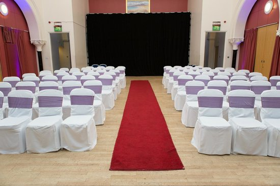 The Pipers' Tryst Hotel: Our ceremony room - almost all dressed