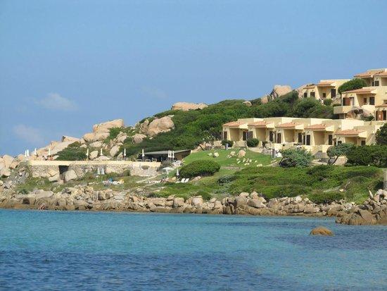 Club Esse Shardana: L'hotel visto dalla spiaggia