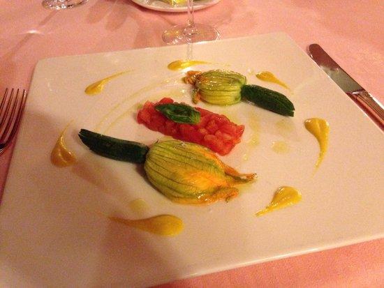 Principe Leopoldo Restaurant : 30.- CHF for 2flowers&2tomatos..!? :/