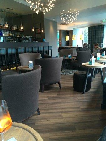 Motel One Edinburgh-Royal: Hall with bar