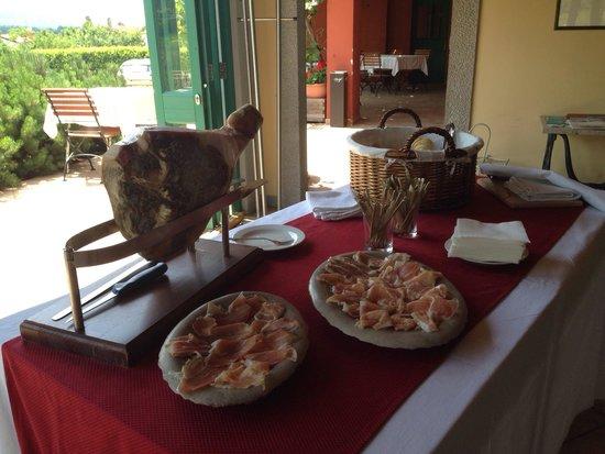 Gostilna Skok: Heand sliced Karst prosciutto