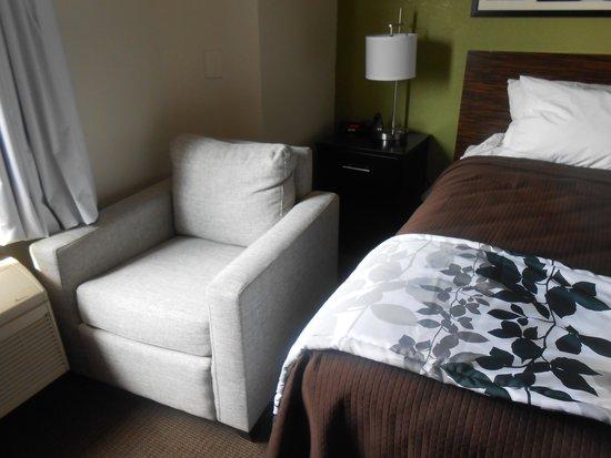 Sleep Inn : Strange location for chair