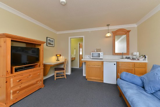 Cayucos Beach Inn: Standard Suite