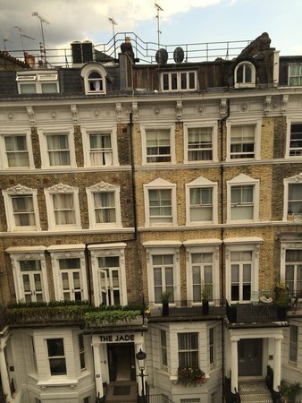 Park Grand London Kensington: View out our 4th floor room