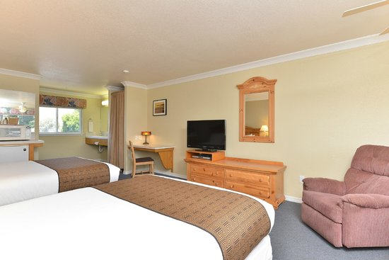 Cayucos Beach Inn: Standard Queen Room