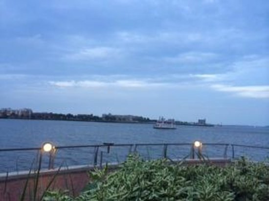 Battery Wharf Hotel, Boston Waterfront : View from the Wharf of Hotel