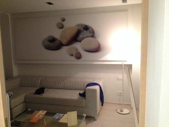 Patmos Aktis Suites & Spa: Το καθιστικό του δωματίου