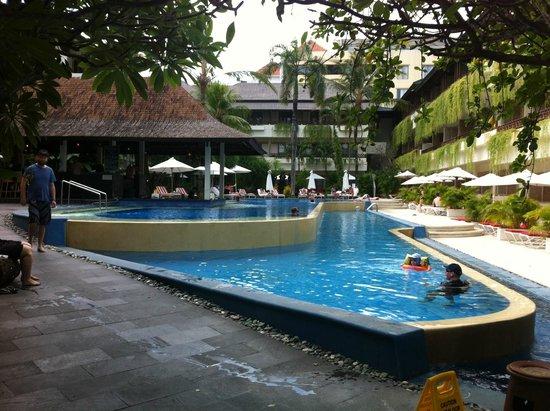 The Breezes Bali Resort & Spa : Pool Area