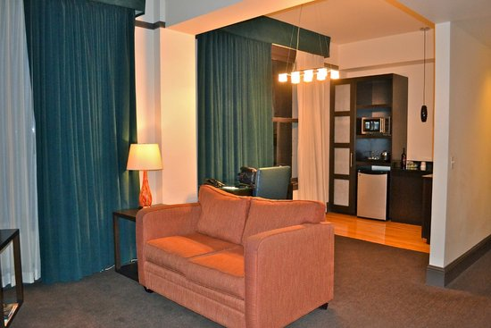 Magnolia Hotel Denver : Lots of space to just hang out & relax!