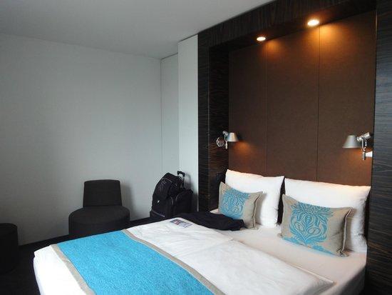 Motel One Hamburg-Alster: Habitacion