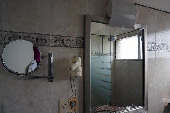 NH Montevideo Columbia: baño