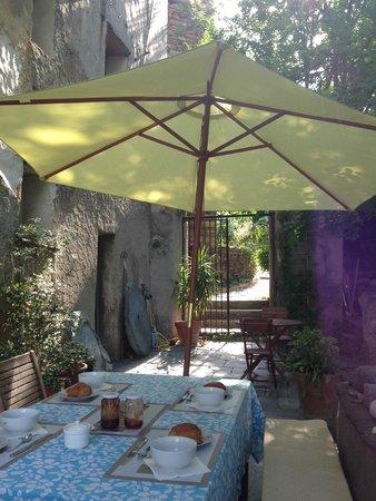 Vallecalle, Frankrike: breakfast time