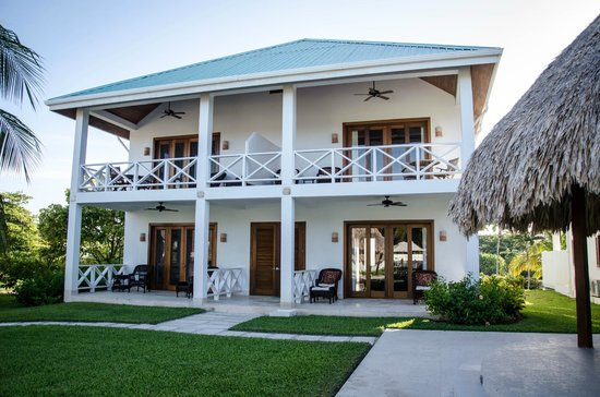 Victoria House: Infinity pool suites (two suites per building, split left/right)