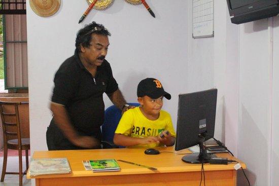 Green View Hotel Katunayake: Hugo Mendez and my son