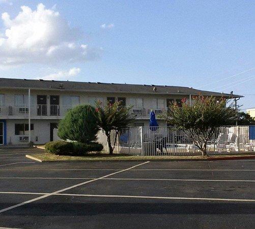 Motel 6 Texarkana TX: Knights Inn