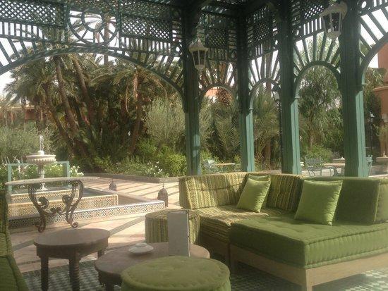 Palmeraie Palace: Petite pause à l'ombre dans le jardin