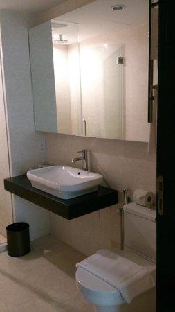 Hatten Hotel Melaka: Bathroom