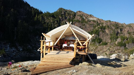 Clayoquot Wilderness Resort: Mountain Hiking