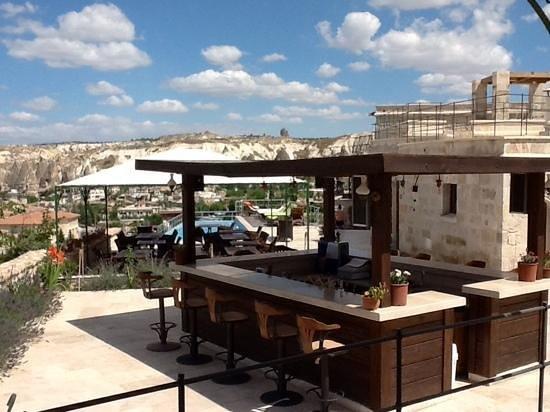 Doors Of Cappadocia Hotel: Bar and pool area