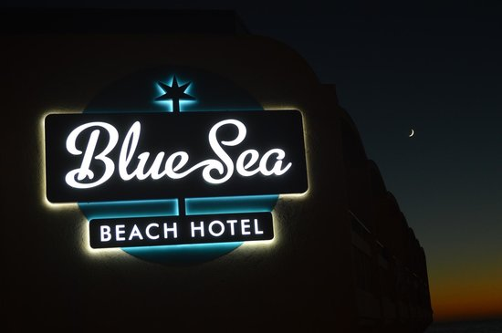 Blue Sea Beach Hotel: this was the view after the sunset from our balcony