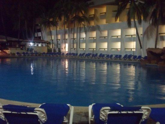 El Cid Castilla Beach Hotel: vista a la piscina