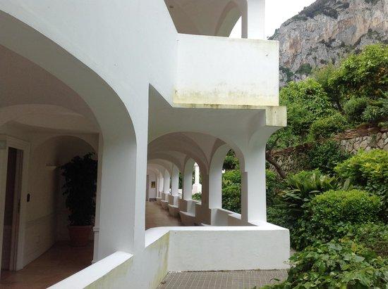 Hotel della Piccola Marina: Walkway to our room