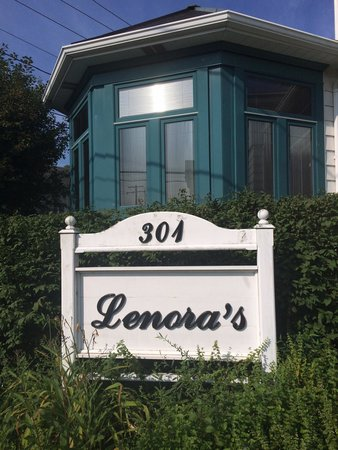 Inn At Lenora's: Front sign