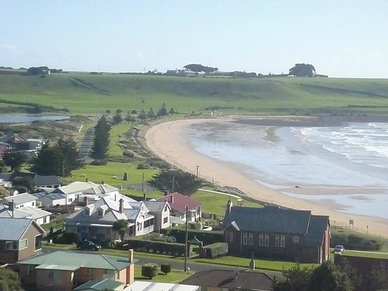 Hanlon House: view from half way up the nut, down to Godfreys Beach