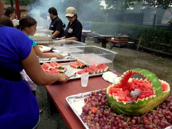 Pinegrove Family Dude Ranch: Outdoor BBQ