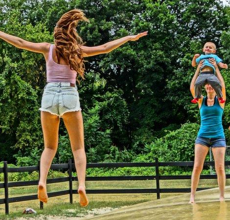 Pinegrove Family Dude Ranch: Bounce balloon
