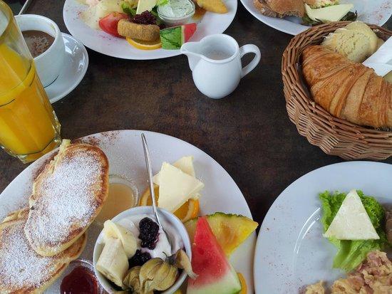 Mauna Kea : Frühstück saftig süß und Rührei mit Schinken
