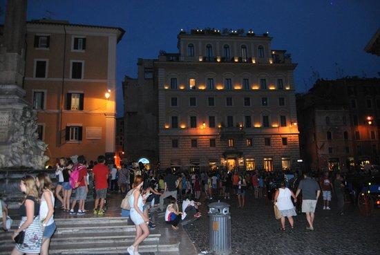 Albergo del Senato: View at night of the accom